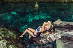 Photoshoot in cenote Mexico , Cancun, TropicPic worldwide photography .