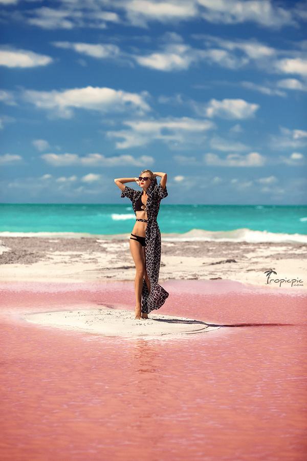 Photoshoot in pink lake , Cancun, TropicPic destination photography .