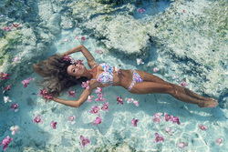Zingara amazing floating with flowers girl