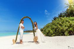 vows renewal ceremony ideas on Maldives , destitation wedding on Maldives, honeymoon  摄影师马尔代夫 TropicPic