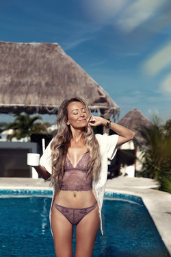 Swimwear photographer in Cancun, Tulum. Catalog shoot